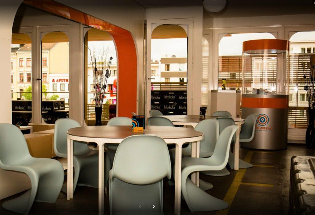 LaserLoft St. Pauli - Sitzgruppen mit Tischen