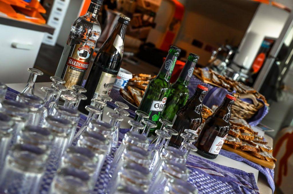 LaserLoft - Catering / Menu mit deftigen Speisen und Bieren
