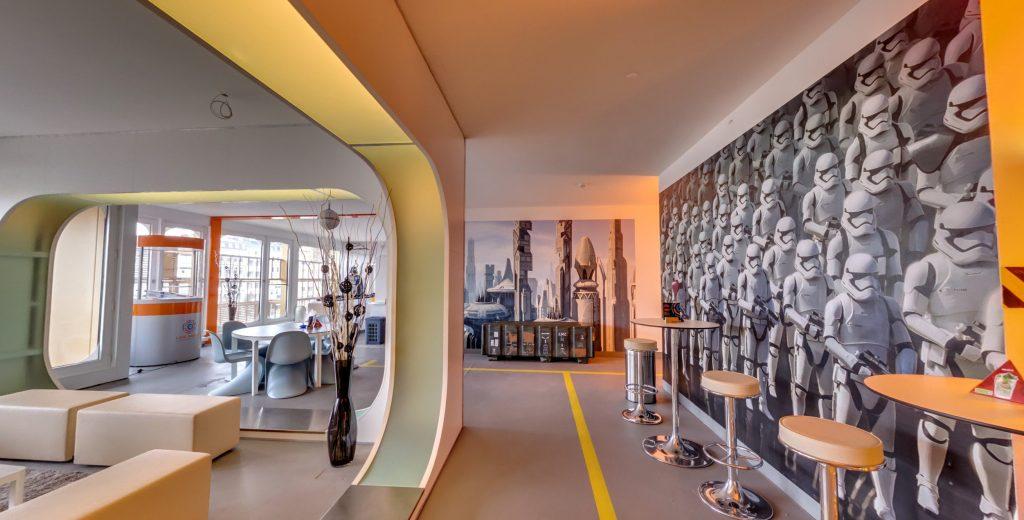 LaserLoft St. Pauli - Lounge mit Blick zur Arena