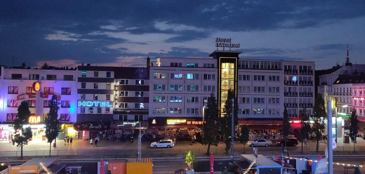LaserLoft Hamburg - Blick vom Balkon auf Reeperbahn Hamburg